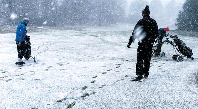 London Welsh Golf Society hailed for braving snow in fundraiser